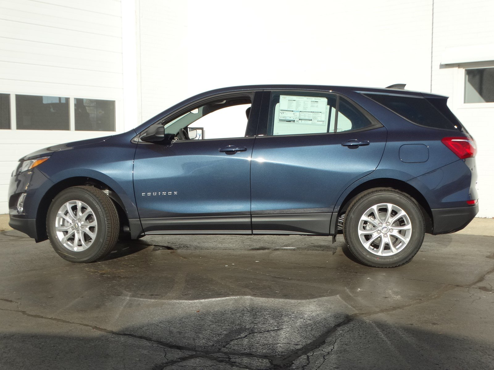 New 2019 Chevrolet Equinox LS 4DR SUV in Glen Ellyn